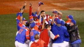 Jugadores de Puerto Rico celebran la victoria sobre República Dominicana por 9-4 en la final de las Series del Caribe, en Guadalajara, México, el 8 de febrero de 2018. (AP Foto/Luis Gutierrez)
