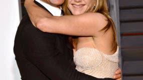 Justin Theroux, izquierda, y Jennifer Aniston llegan a la fiesta de los Oscar de Vanity Fair 2015 en una fotografía del 22 de febrero de 2015 en Beverly Hills, California. La pareja anunció su separación el jueves 15 de febrero de 2018. (Foto Evan Agostini/Invision/AP)