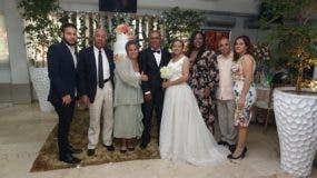 Camilo y Civelys junto a sus familiares