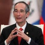 Colom gobernó desde 2008 hasta 2012, y es el último de una serie de ex presidentes que enfrentan problemas legales. AP