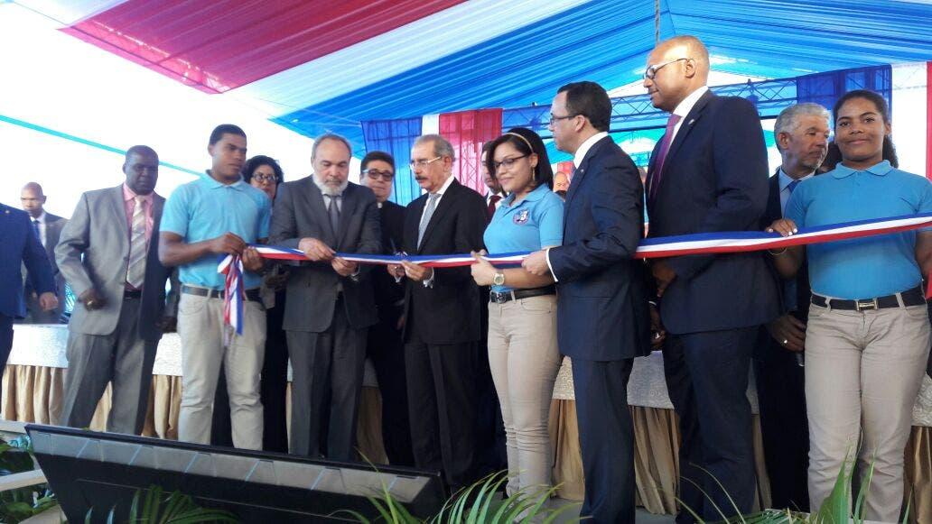 Presidente Danilo Medina entrega un liceo en San Isidro