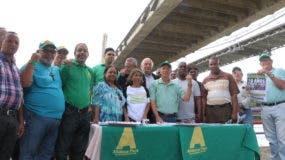 dirigentes-de-alianza-pais-respaldan-a-residentes-de-domingo-favio