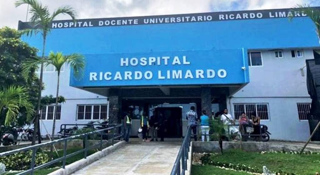 empleados-del-hospital-de-puerto-plata-protestan-exigiendo-salario-de-navidad-enfermeras-reclaman-reposicion-companeras-suspendidas