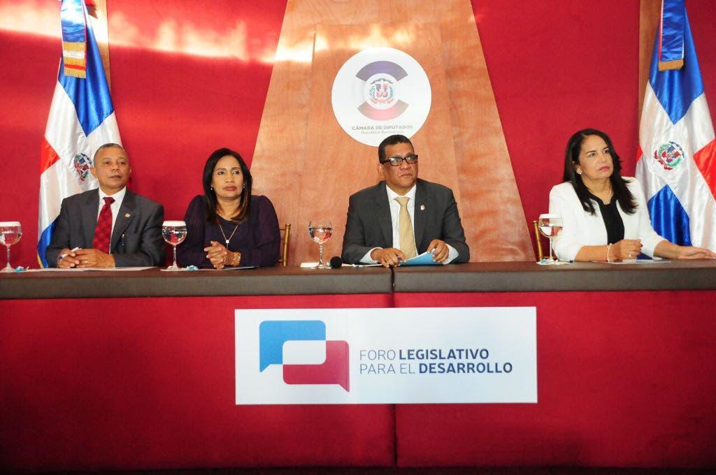 Residentes de Santiago Rodríguez piden obras y aprobación de ley en Foro Legislativo