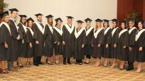 graduandos-y-autoridades-academicas-del-instituto-omg