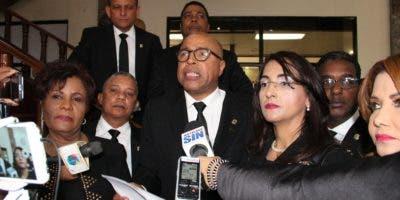 Alfredo Pachecho (centro) junto a otros miembros del bloque de diputados del opositor PRM. Foto de archivo.