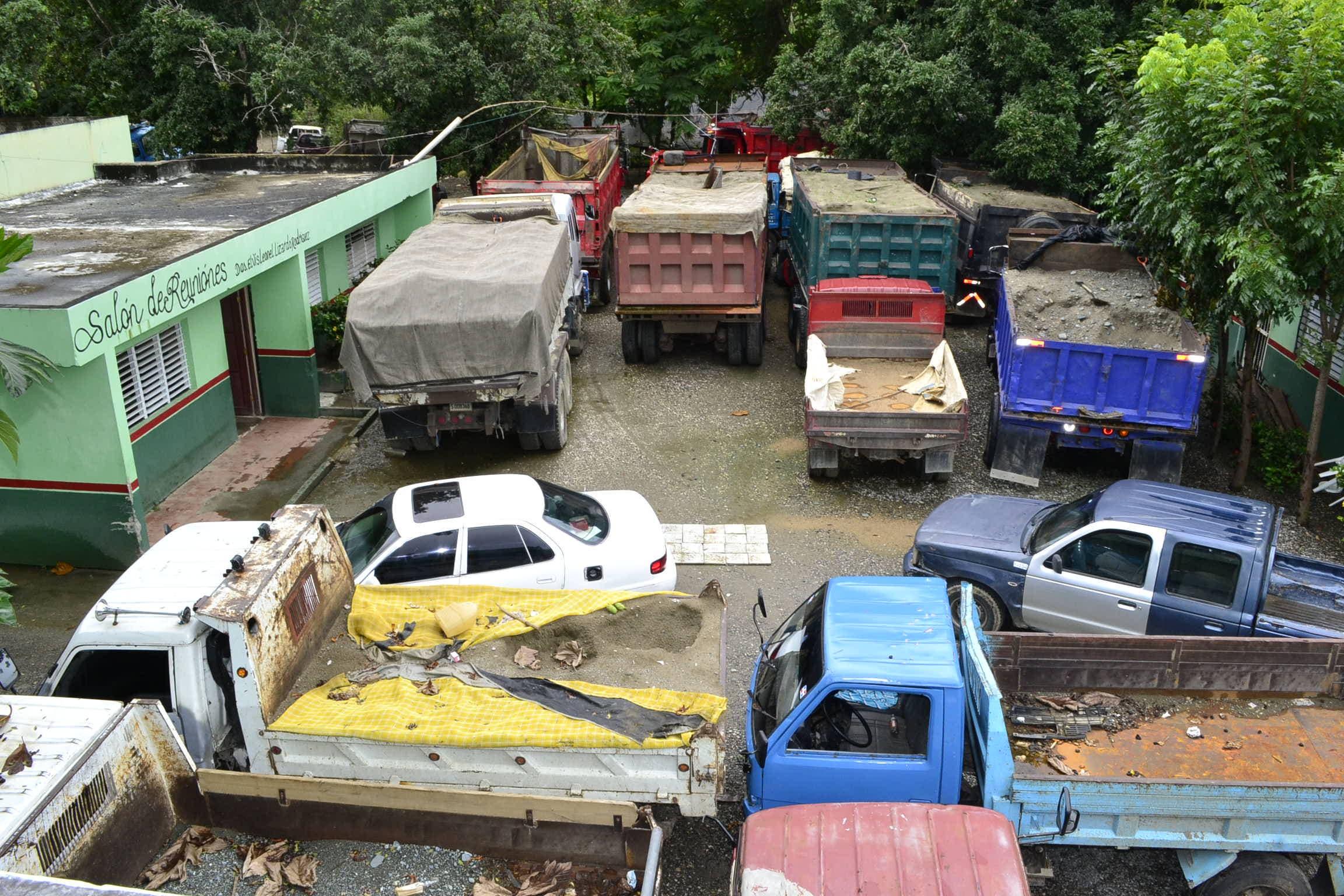 Medio Ambiente retiene camiones usados para transportar arena extraída de ríos ilegal