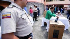 Al proceso electoral están llamados 13.026.598 ecuatorianos en las 24 provincias del país.EFE.