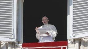 El papa  Francisco  emitió su mensaje tras el rezo del Ángelus dominical. AP