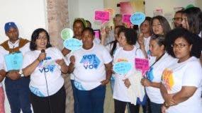 Las feministas dieron a conocer los detalles de la campaña en el taller del conocido pintor Silvano Lora. foto José de León