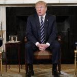 Trump recibió en la Casa Blanca a un grupo de afectados por tiroteos en centros educativos en Estados Unidos. AFP
