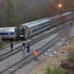 Autoridades examinan las causas de un choque de trenes en Cayce, Carolina del Sur. AP