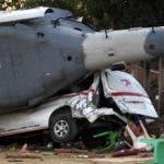 Vista parcial del robusto helicóptero militar y camioneta en Santiago Jamiltepec, estado de Oaxaca, México, el 17 de febrero de 2018. AFP