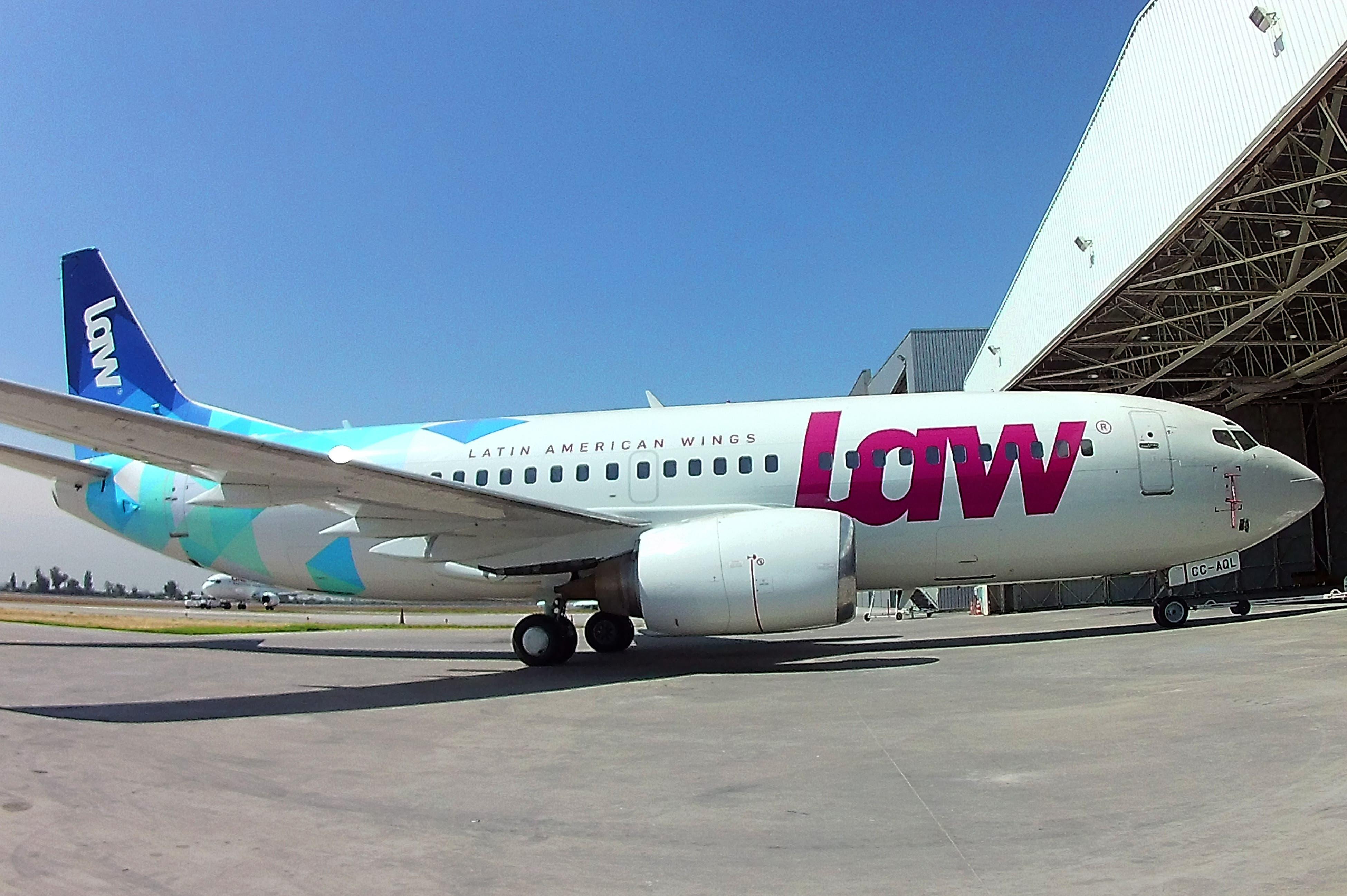 Perú suspende operaciones de aerolínea chilena que dejó varados a pasajeros