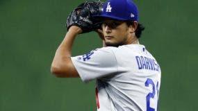 Yu Darvish, firmó con los Cubs, después de  meses de espera.