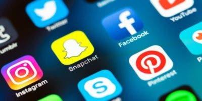 social-media-mobile-icons-snapchat-facebook-instagram-ss-800x450-3-800x450-e1504779954276