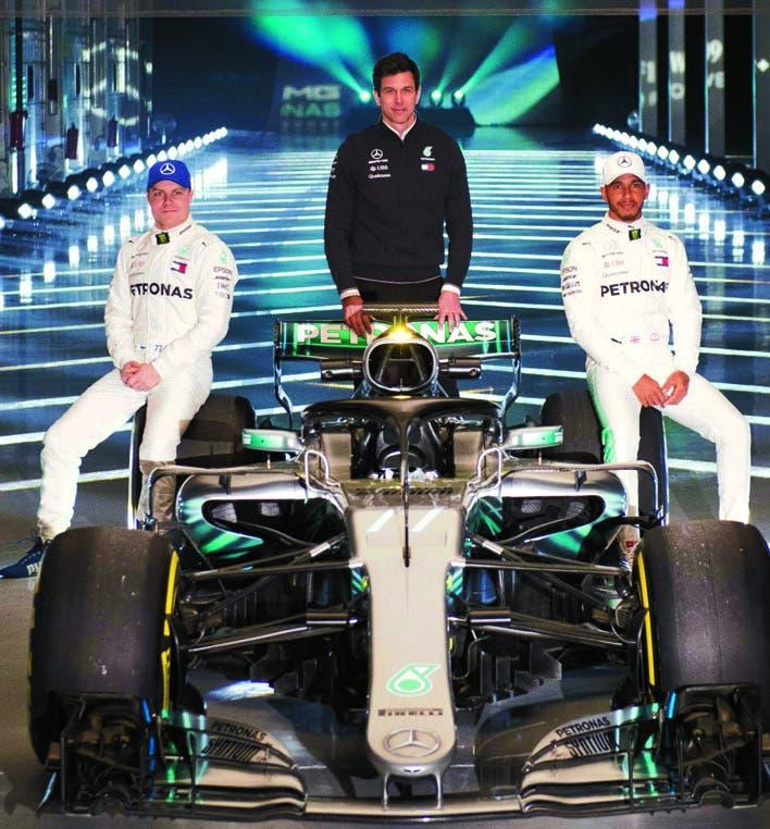 Los pilotos Lewis Hamilton y Valtteri Bottas en la presentación del bólido Mercedes de F1.