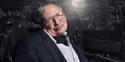 Hawking padecía desde joven una enfermedad motoneuronal relacionada con la esclerosis lateral amiotrófica. Foto: BBC/Richard Ansett