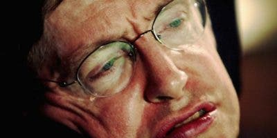 Stephen Hawking fue perdiendo sus capacidades motrices desde joven por la esclerosis lateral amiotrófica que padecía.