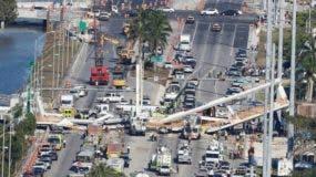 El colapso de un puente peatonal en Miami el jueves causó la muerte de al menos seis personas.