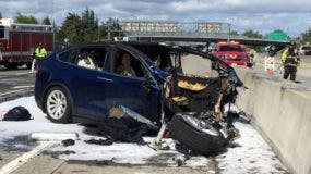 El controlador del Tesla Model X murió poco después del accidente. REUTERS