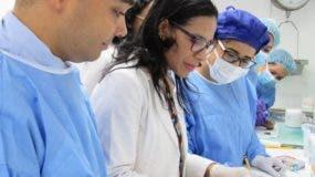 La doctora Silvia Bonifacio, de Patología, junto a médicos residentes.  Fuente externa