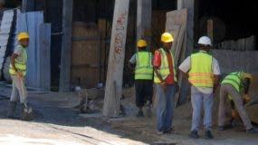 La mayoría de las plazas en el sector construcción están siendo ocupadas por indocumentados haitianos .  Joselito peña.