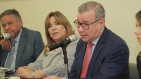 Mari Carmen Hazoury, Juan Bolívar Díaz, Jacqueline Herrera, Moisés Taveras , director del CAID, y Laura Sartori,  en    Almuerzo Grupo Corripio.