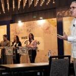 Roberto Cavada moderó el debate de la ANJE, en el que piden el pacto fiscal.  FUENTE EXTERNA.