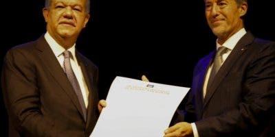 Leonel Fernández junto al  rector  Carlos Greco.