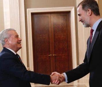 Toca Simó saluda al rey de España, Felipe VI.