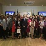 El embajador de Taiwán, Valentino Tang, junto a la delegación de empresarios.