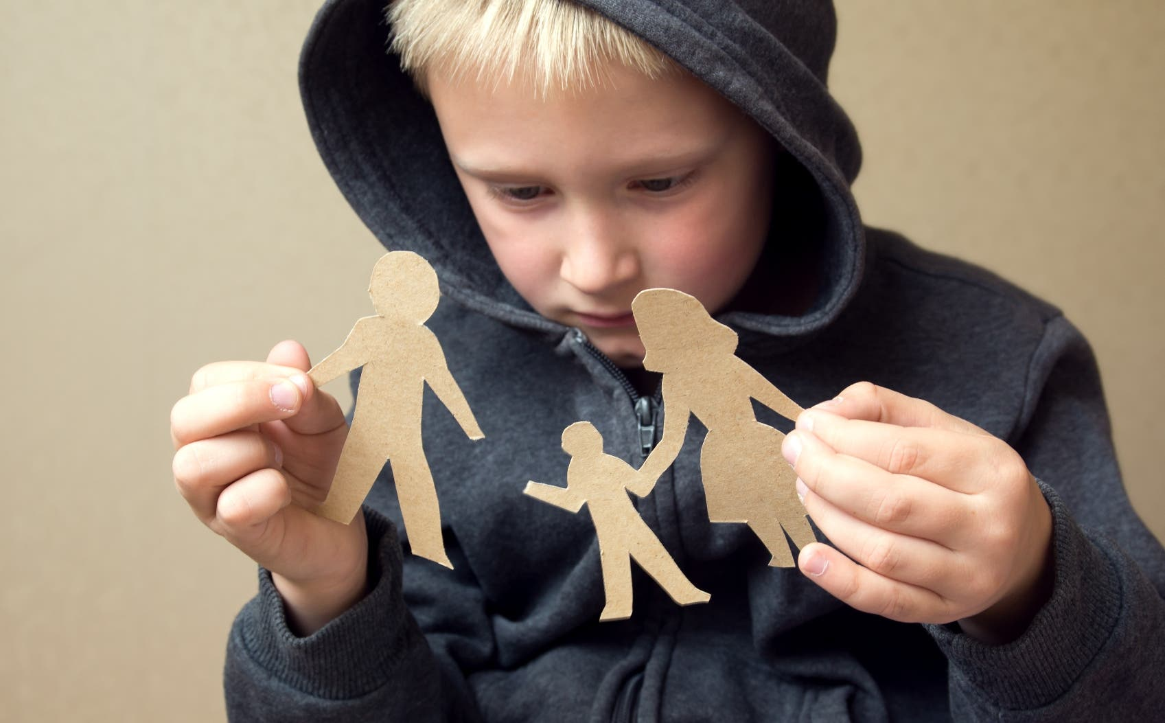 No es sano ver a los hijos del otro como amenaza, enemigos con quienes hay que competir por la atención y el amor de la pareja.