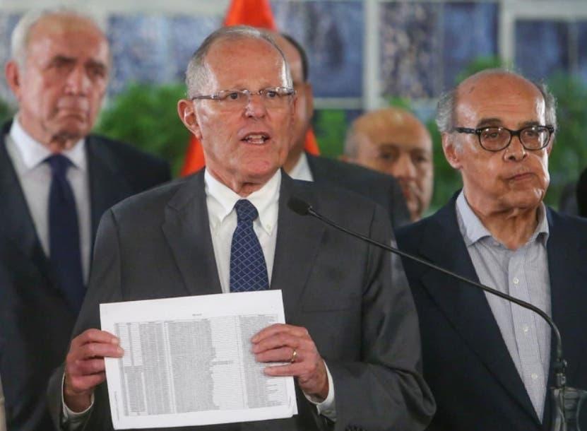 A Kuczynski se le investiga por presuntamente haber enmascarado en consultorías ficticias de su empresa Westfield Capital supuestos sobornos de la constructora Odebrecht por 782.000 dólares pagados entre 2004 y 2007, cuando él era ministro en el Gobierno del expresidente Toledo.