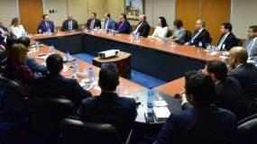 Valdez Albizu   se reunió ayer con tesoreros de los bancos.