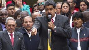 Los líderes de la coalición Alba defienden los derechos del gobierno de Venezuela.  AP