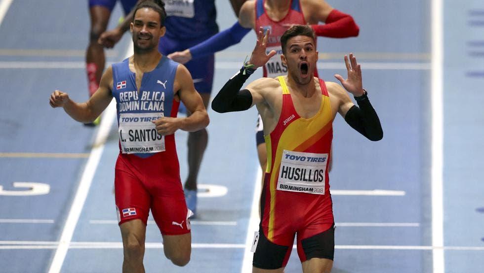 La reacción de Husillos tras ganar el 400. después vendría el mazazo (Alastair Grant - Alastair Grant / AP)