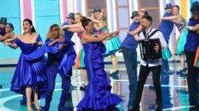 """Maridalia Hernández, Fefita La Grande y Milly Quezada consiguieron que el público se pusiera de pie cuando estas cantaron """"La pimienta es la que pica"""", acompañadas de El Prodigio."""