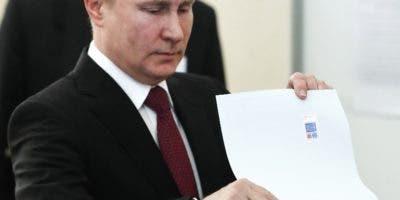 Vladimir Putin ganó las elecciones  de forma aplastante.  AP