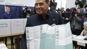 La coalición de derecha liderada por el magnate Silvio Berlusconi no tiene mayoría para formar un gobierno en Italia.  AP