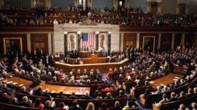 Tres comisiones distintas del Congreso investigan posibles vínculos de  Trump con Rusia.  AP