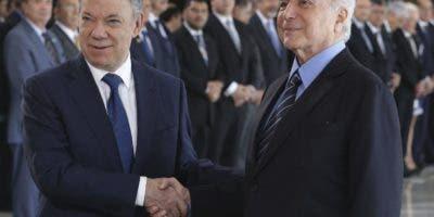 Los presidentes Michel Temer y Juan Manuel Santos  se plantearon atender crisis venezolana.  AP