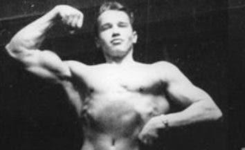 Arnold Schwarzenegger durante su juventud.