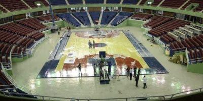 Ayer se daban los toques finales a la remodelación del Palacio de los Deportes, escenario del torneo de baloncesto del Distrito Nacional que se inicia esta noche con la participación de ocho equipos.  Nicolás Monegro