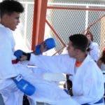 Acción de una  competencia  de karate durante la celebración de   Juegos Patrios Dominicanos en Puerto Rico.  carlos  alonzo.