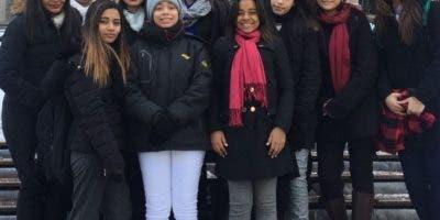 El grupo de alumnos que representó en St. Patrick en Boston.