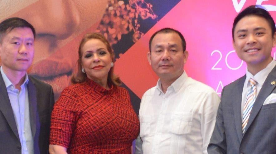 Yeuk Fai Cheung, Luisa de Aquino, Miguel Feng y Jack Liang.