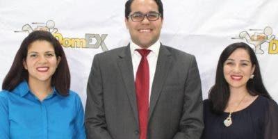 Marién Mesa, César Danilo Villanueva y Jennifer Brouwer.