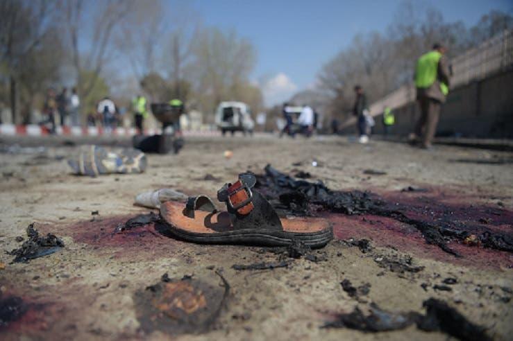 Decenas de muertos, muchos de ellos jóvenes, por un atentado suicida en Kabul