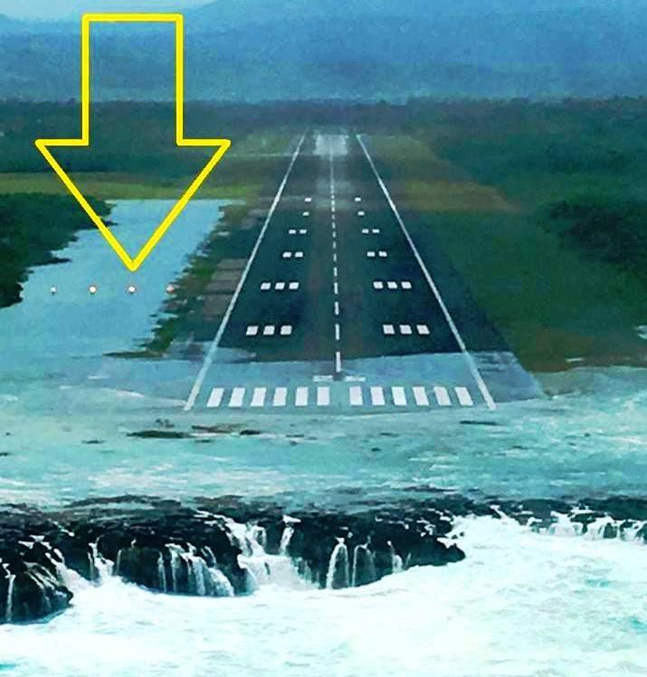 Fuertes oleajes inundan la pista de aterrizaje del aeropuerto de Puerto Plata